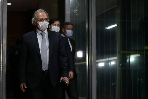 Guedes avalia solução interna após demissão de secretários