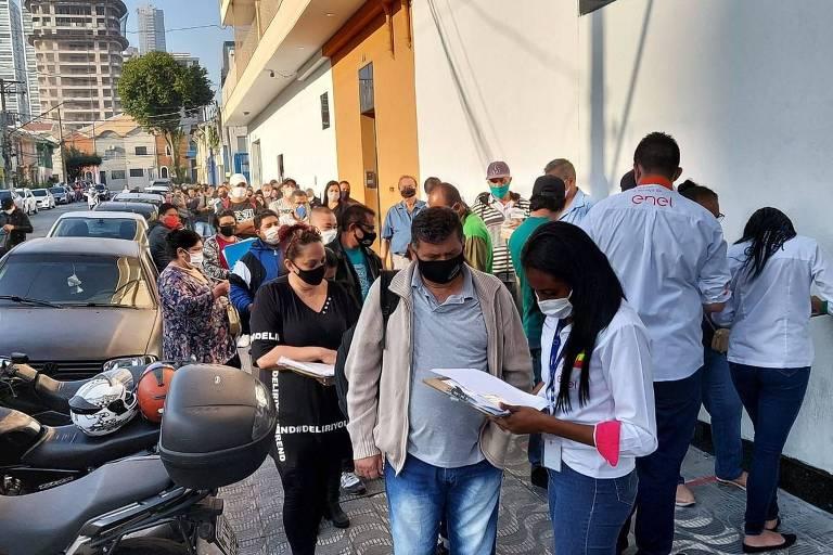 Agências da Enel têm filas após acordo com Procon