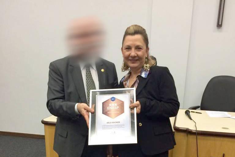 Juíza Inês Zarpelon, que citou raça para condenar réu,  em cerimônia no Tribunal de Justiça do Paraná em 2016