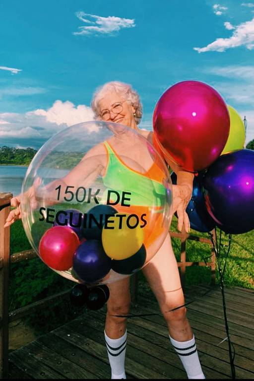 Dona Dirce: 73 anos e influenciadora digital