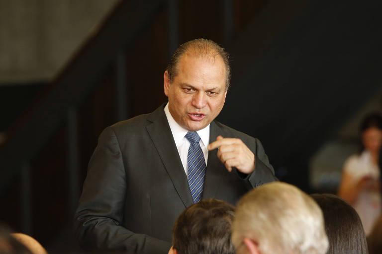 Bolsonaro troca líder do governo na Câmara e coloca deputado do centrão