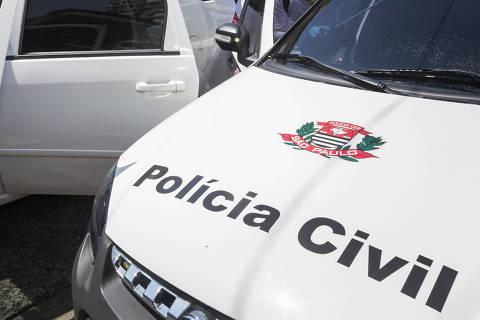 SAO PAULO, SP, BRASIL.31.03.2020 - COVID 19 -  Higienização de viaturas da seccional centro da policia civil em frente da delegacia na rua Aurora. (foto: Rubens Cavallari/Folhapress, NAS RUAS)