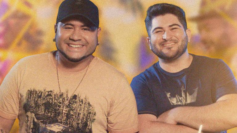 dois homens posando para foto
