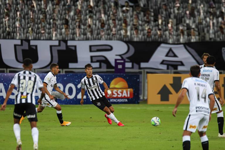 Lance da partida entre Atlético-MG e Corinthians pela 2ª do Brasileirão, no Mineirão