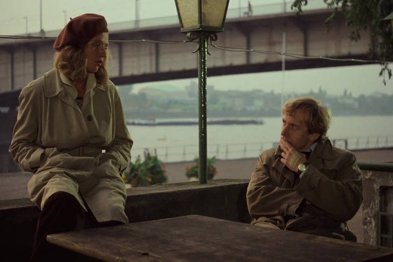 Hanna Schygulla e Rudiger Vogler em cena do filme 'Falso Movimento', de Wim Wenders