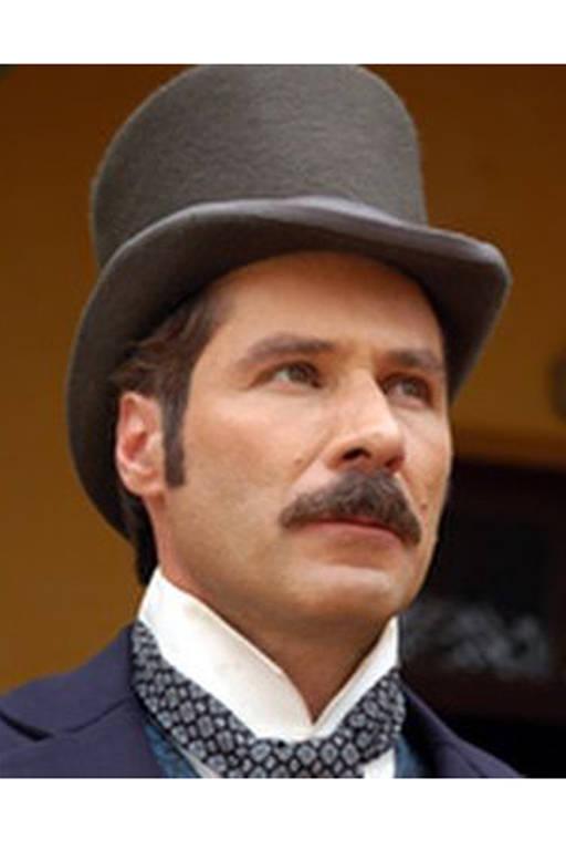 Leopoldo Pacheco como Leôncio Almeida em  Escrava Isaura (2004)