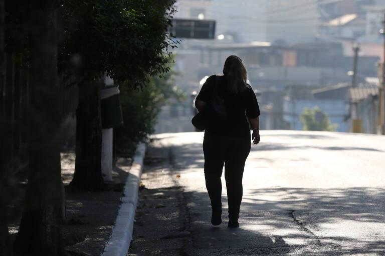 Levantamento aponta problemas nas calçadas de 71 unidades de saúde de SP