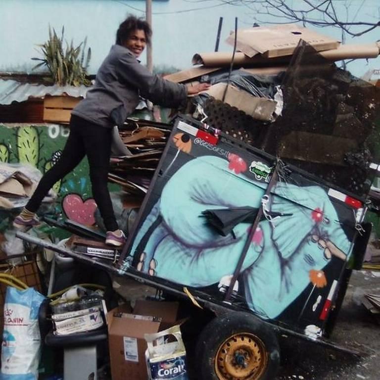 Catadora Elismaura disse que o filho Wellington quer uma carroça para conseguir superar as subidas com mais de 200 kg de reciclagem