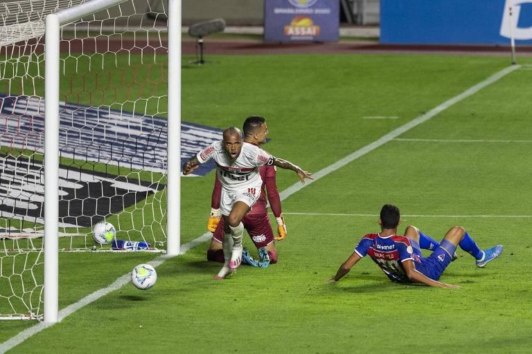 Daniel Alves marca e São Paulo vence o Fortaleza no Morumbi