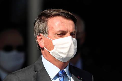 Após admitir discussões sobre furar teto de gastos, Bolsonaro volta a defender regra fiscal