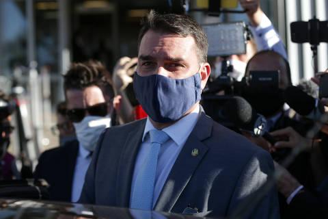Apoiadora de Bolsonaro antecipou contagem que levou MP-RJ a perder prazo contra foro especial a Flávio