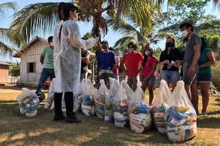 Indígenas arrecadaram alimentos pra levar para os paiter-suruí