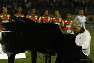 Jogo valido pela 37 rodada da Serie B do Campeonato Brasileiro, onde a Portuguesa (SP) enfrenta o Duque de Caxias (RJ), no estadio do Caninde. A Lusa ja e a campea com 4 rodadas de antecipacao.
