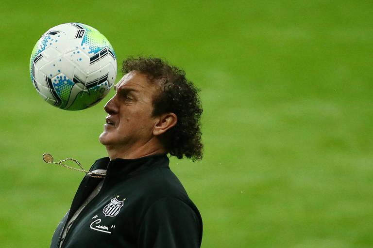 Cuca, técnico do Santos, antes da partida do time alvinegro contra o Internacional, em Porto Alegre