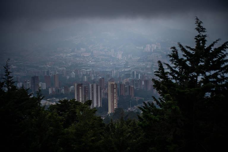 Medellín tenta manter isolamento apesar da fome e do desespero