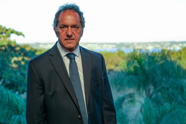 Novo embaixador da Argentina no Brasil, Daniel Scioli, em seu gabinete na embaixada