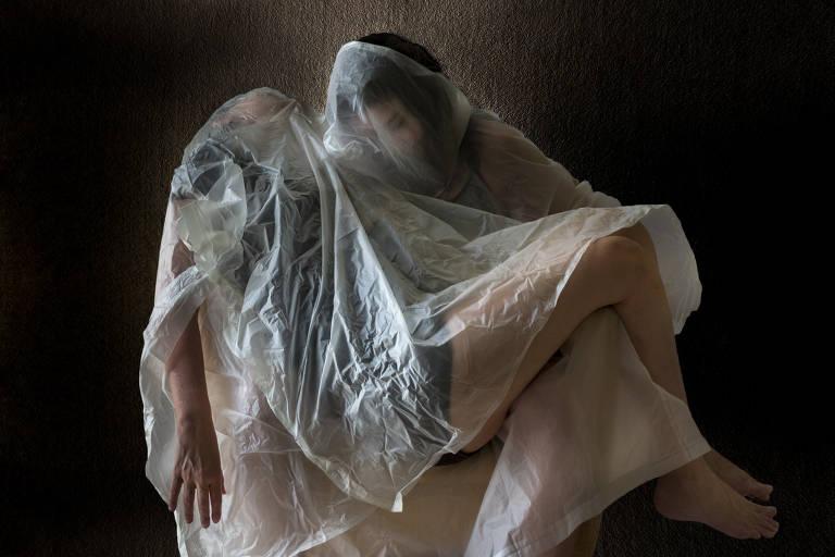 "Foto de Andrea Edelman para o projeto visual ""Por Dentro de um Tempo Suspenso"", que retrata a pandemia do novo coronavírus no Brasil"