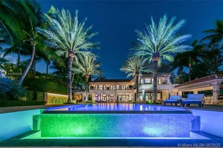 Jennifer Lopez e o noivo compram mansão de R$ 214 milhões em Miami
