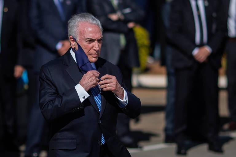 O ex-presidente Michel Temer durante embarque da comitiva brasileira que fará missão ao Líbano