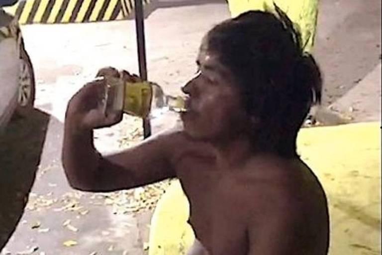 Homem com esquizofrenia morre após ser incentivado a beber pinga em Cuiabá