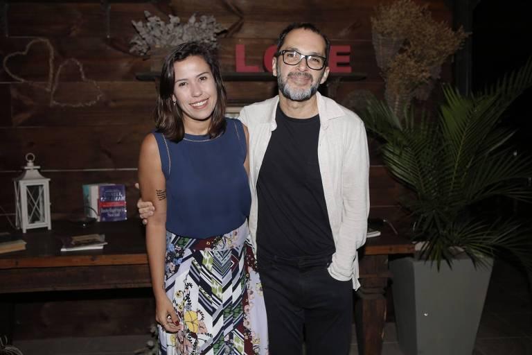 José Luiz Villamarim, diretor artístico da novela, com a gerente de produção, Luciana Monteiro