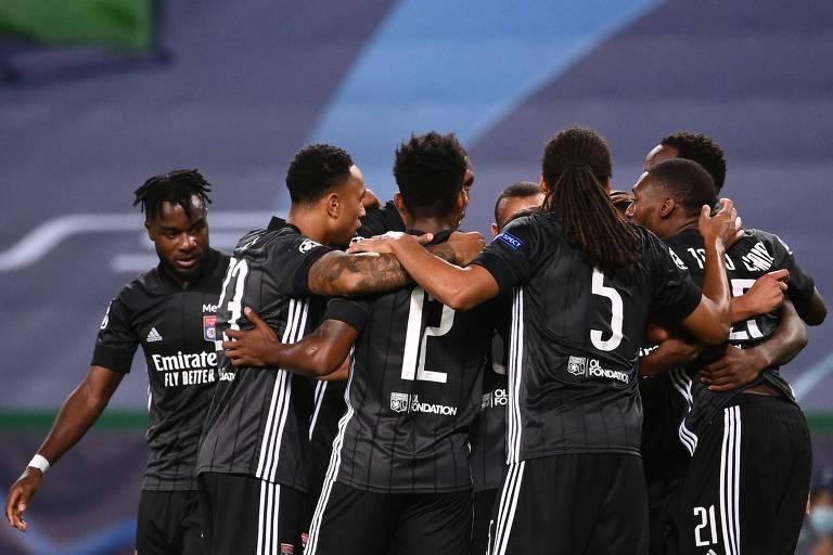 Jogadores do Lyon comemoram