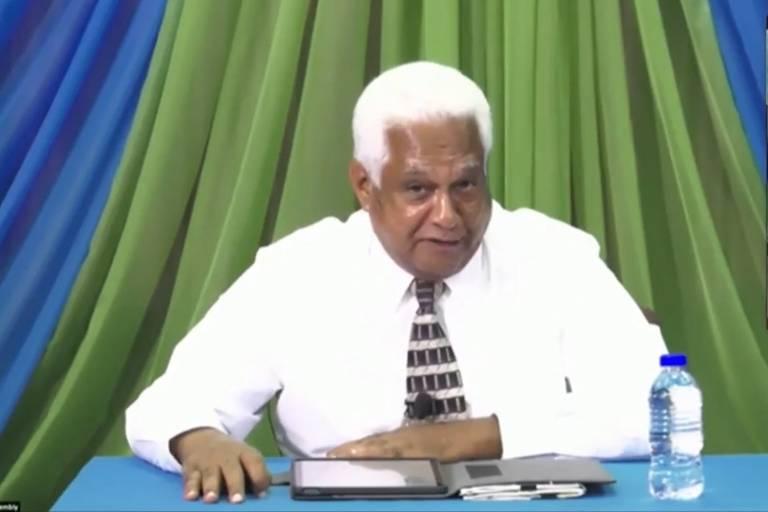 Vinworth Dayal pregando em vídeo no YouTube