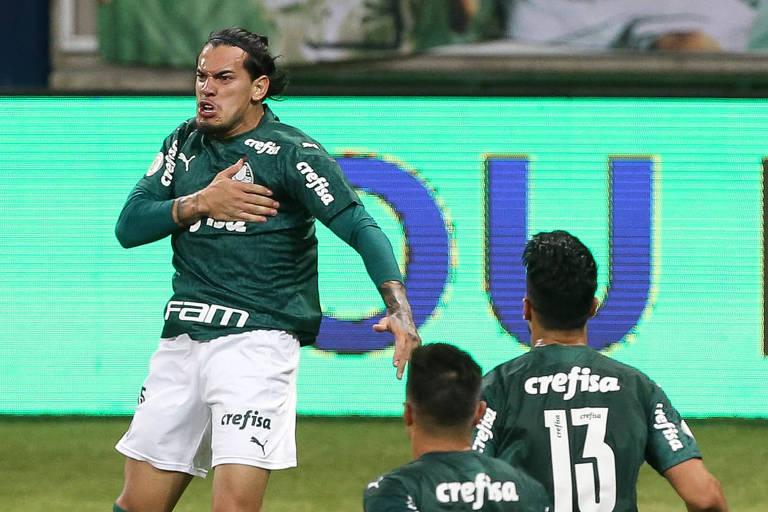 Gustavo Gómez comemora o gol marcado contra o Goiás