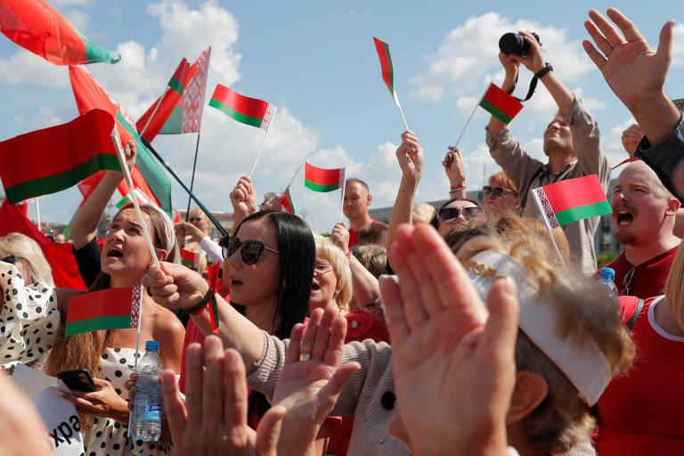 Belarus tem protestos a favor e contra o governo neste domingo