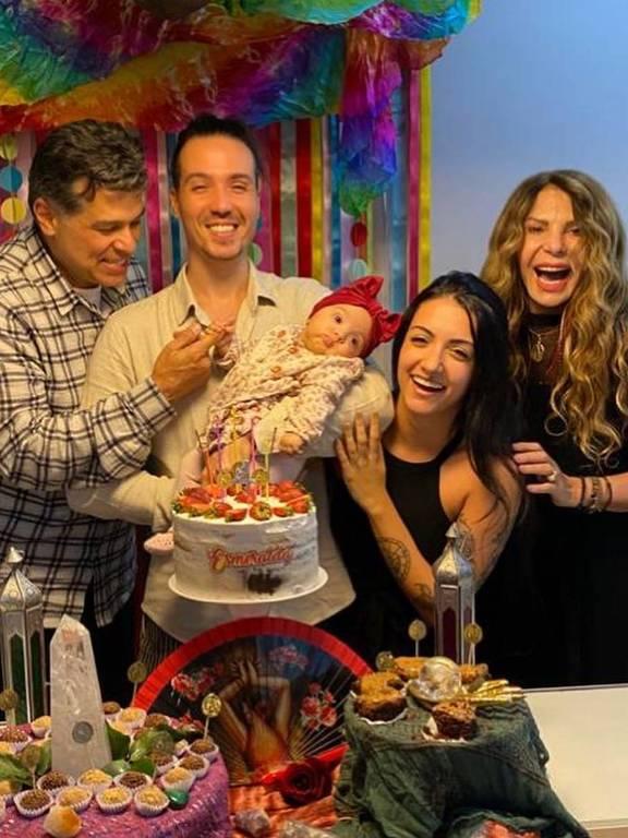 Cantor Maurício Mattar e  família