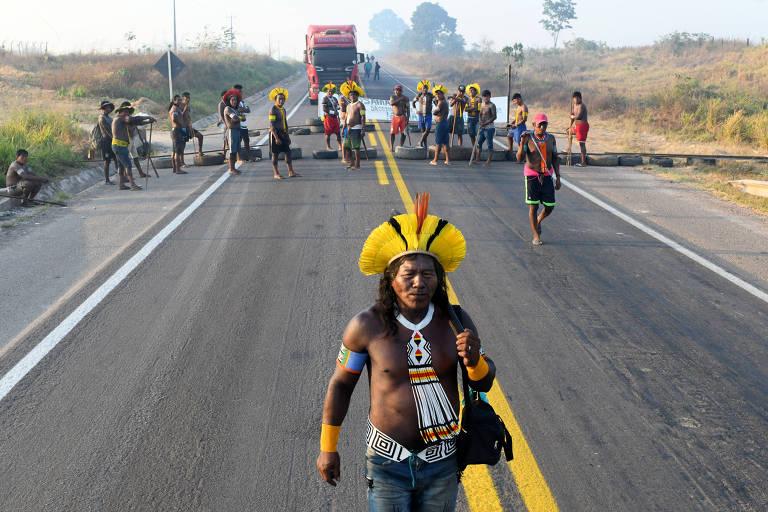 Indígenas bloqueiam estrada da BR-163