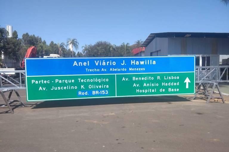 Placa com sinalização do anel viário J.Hawilla, na cidade de São José do Rio Preto