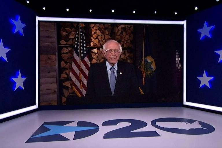Bernie Sanders, senador por Vermont e ex-pré-candidato democrata, discursa durante a convenção democrata