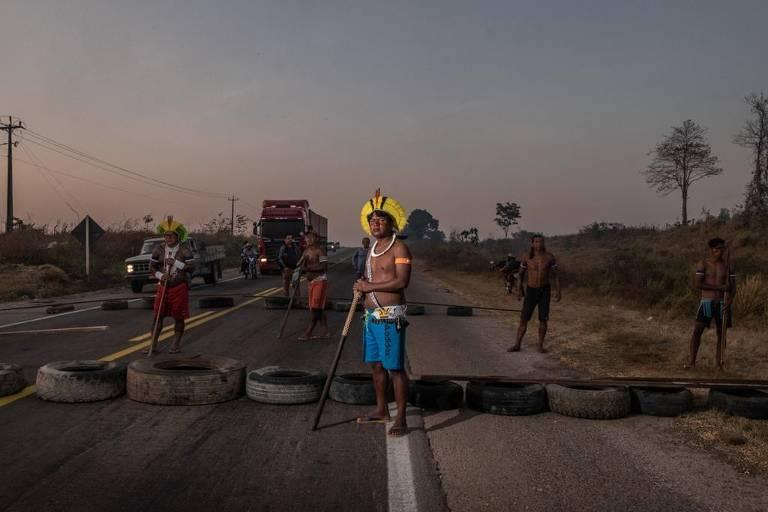 Indígenas Kayapó bloqueiam trecho da BR-163 em Novo Progresso (PA)