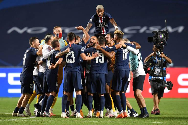Jogadores do PSG comemoram classificação inédita à final da Champions League