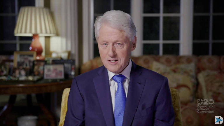O ex-presidente Bill Clinton discursa durante o segundo dia da convenção do Partido Democrata