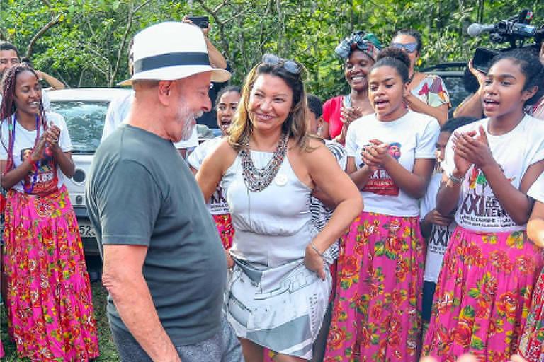 Noiva de Lula fala em casamento e planeja modelo do vestido - 18 ...