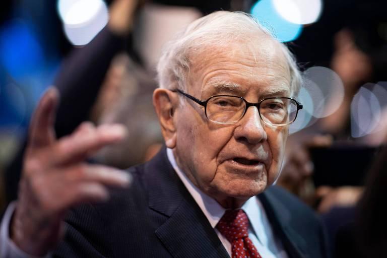 Warren Buffett, presidente da Berkshire Hathaway, ao chegar a encontro de acionistas da empresa em Omaha, no Nebraska