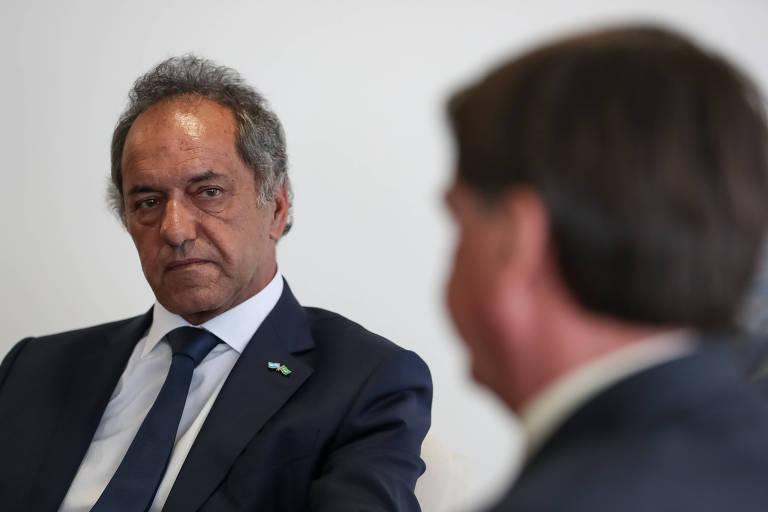O embaixador Daniel Scioli conversa com o presidente Jair Bolsonaro.