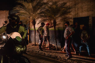 Police officers in Caracas, the Venezuelan capital, detain people suspected of defying quarantine measures on July 31, 2020. (Adriana Loureiro Fernandez/The New York Times)