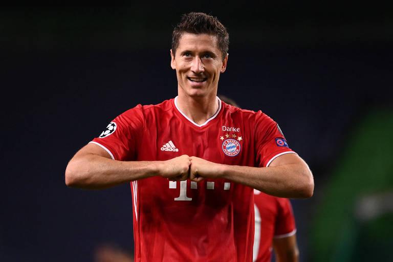 Lewandowski comemora o seu gol contra o Bayern