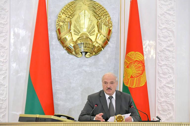 O líder autocrata da Belarus, Alexandr Lukachenko, durante reunião do Conselho de Segurança em Misnk