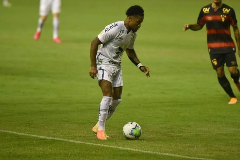 Marinho, atacante do Santos, em partida contra o Sport