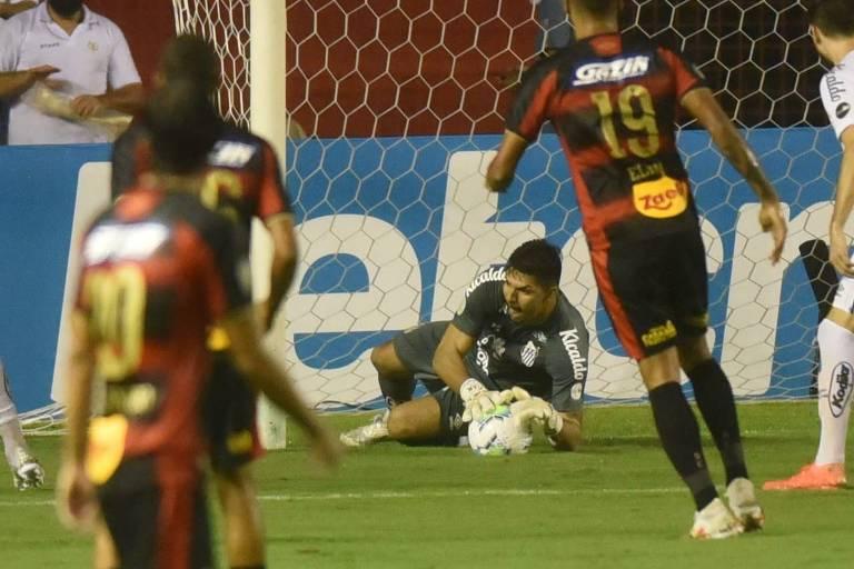 João Paulo foi o titular do Santos contra o Sport pelo Brasileirão