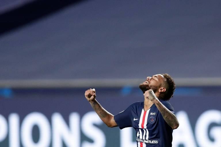 Neymar comemora vitória do PSG nas semifinais da Champions sobre o RB Leipzig