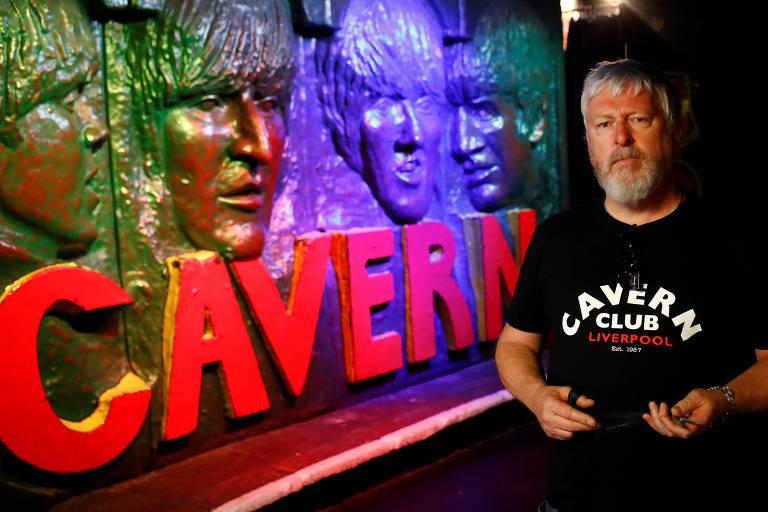 Jon Keats, diretor da famosa casa de shows Cavern Club, que ajudou a lançar os Beatles ao estrelato global