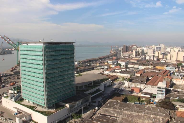 Edisa Valongo, prédio da Petrobras em Santos