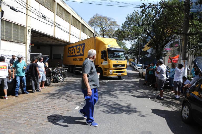 Carteiros da capital e da Grande SP aderem à greve dos Correios