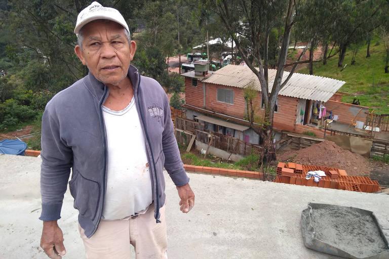 O borracheiro Lenoir Honório dos Santos, morador do Jardim Damasceno (zona norte), teve de apelar para uma empresa alternativa de internet