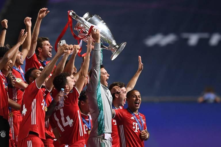 Capitão Manuel Neuer ergue a taça da Champions League